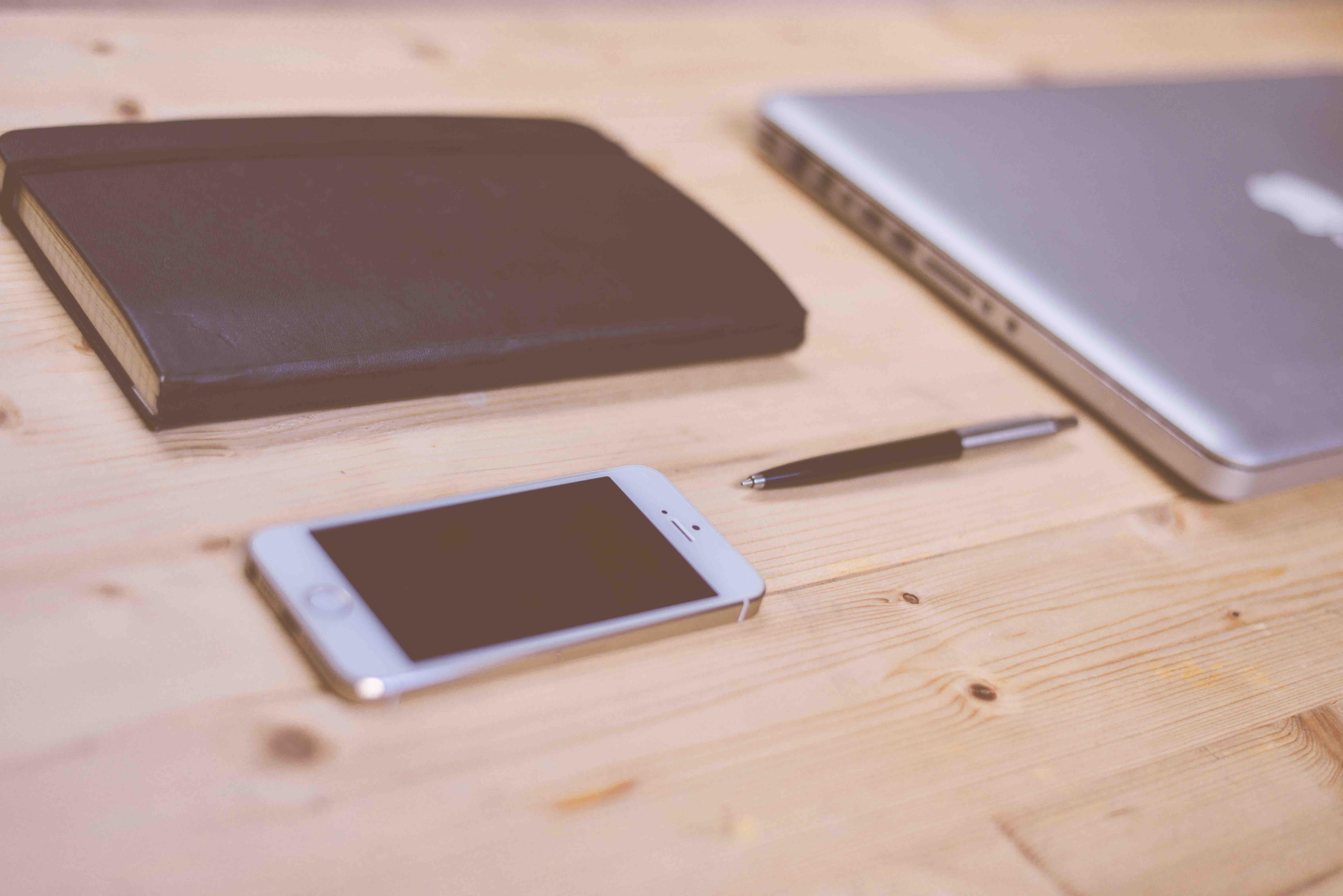 laptop-iphone